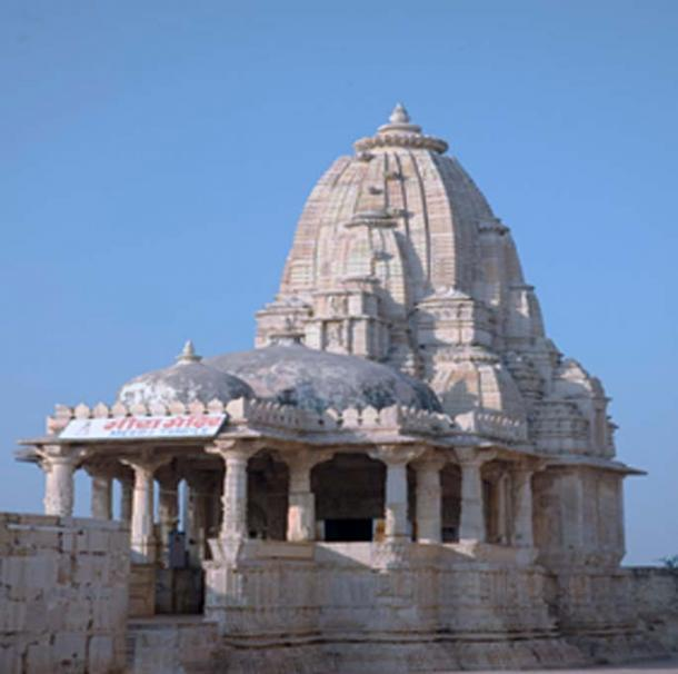 A typical lingam-shaped temple of India