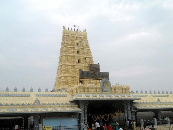 A view of Kanipakam Temple Gopuram in Chittor district of Andhra Pradesh. (CC BY-SA 3.0)