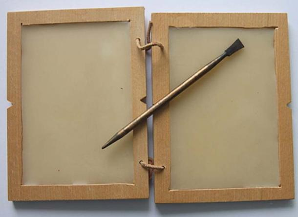 A wax tablet and stylus from the Roman period (CC by SA)