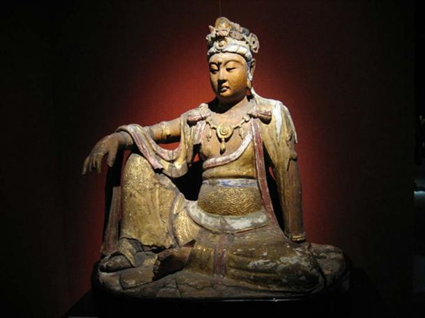 A wooden gilded statue of the bodhisattva Avalokiteśvara from the Chinese Song Dynasty (960-1279), from the Shanghai Museum. (CC BY-SA 3.0)