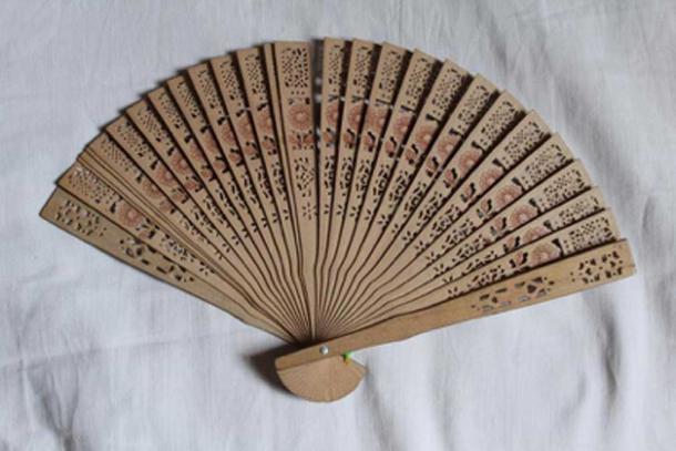 A wooden hand fan. (CC0)