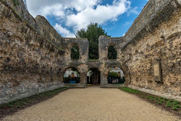 Reading Abbey remains in ruins to this day. (Tomasz / Adobe Stock)