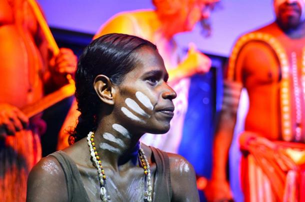 Aboriginal woman and men in Australia. (Rafael Ben-Ari / Adobe)