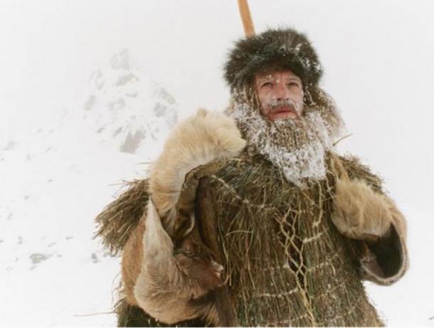 Actor Mark Noble plays Ötzi in the 2005 TV program 'The Iceman Murder.'