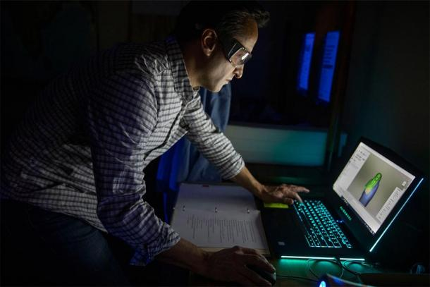 Adam Aja works on 3D images of the Egyptian coffin of Mut-iy-iy. (Kris Snibbe / Harvard Gazette)