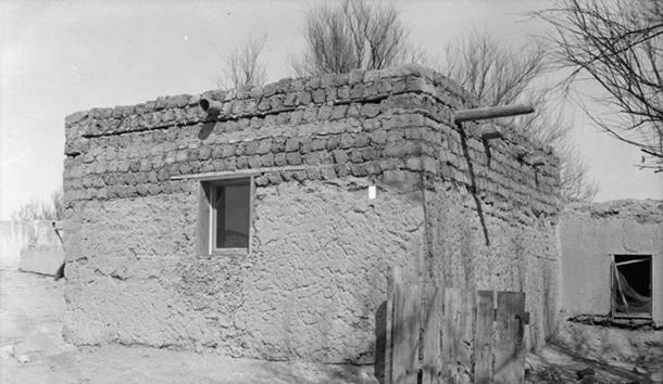 Adobe and sod house at Isleta Pueblo