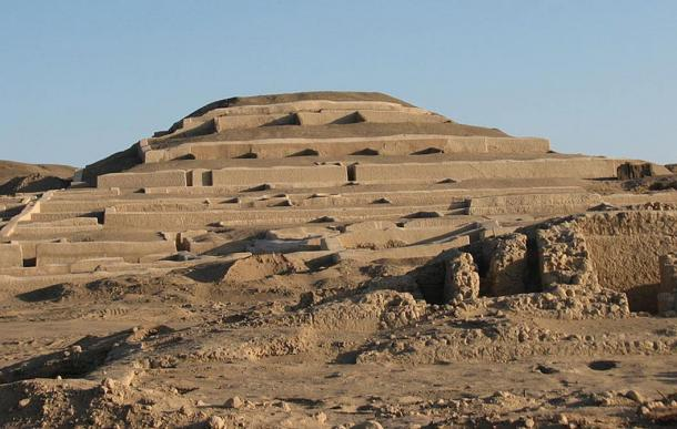 Adobe pyramid at Cahauchi, Peru