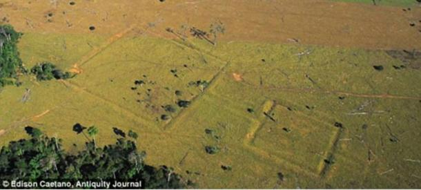 Aerial photograph of ditches at Fazenda Parana.