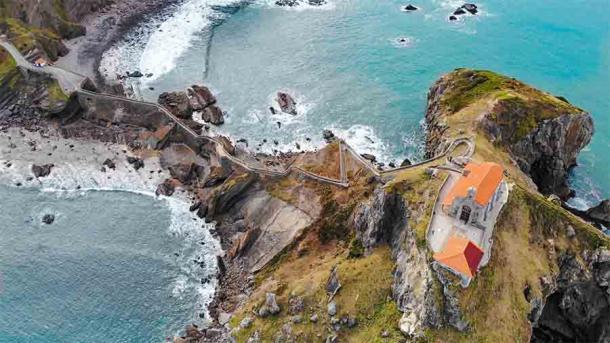 Aerial view of the hermitage of San Juan de Gaztelugatxe.  (Clementp.fr / CC BY-SA 4.0)
