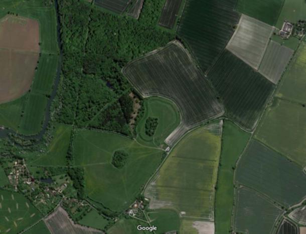 Aerial view of the hillfort, with a portion of the River Thames visible on the left. (DigVentures)