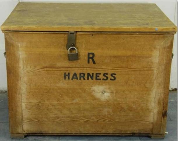 After Howard Carter's sensational find, the embossed gold applications were stored in this box. They were analysed for the first time in 2013.