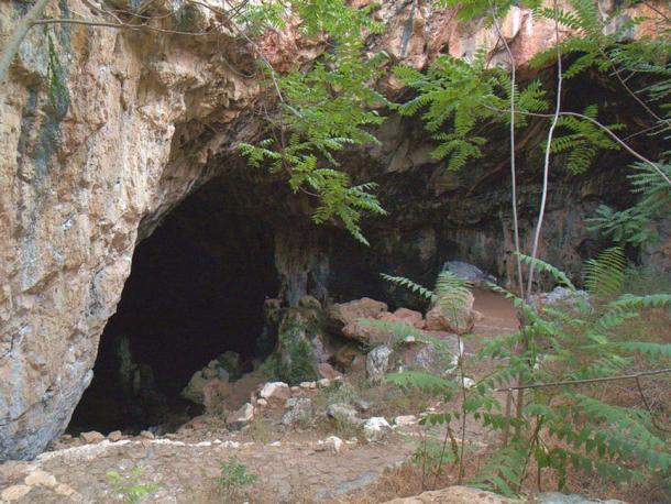 Entrance to the Agia Paraskevi cave, Skotino, Crete