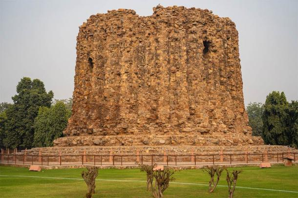 The unfinished Alai Minar monument within the Qutb Minar complex in New Delhi which was intended to be taller than the Qutb Minar (MelissaMN / Adobe Stock)