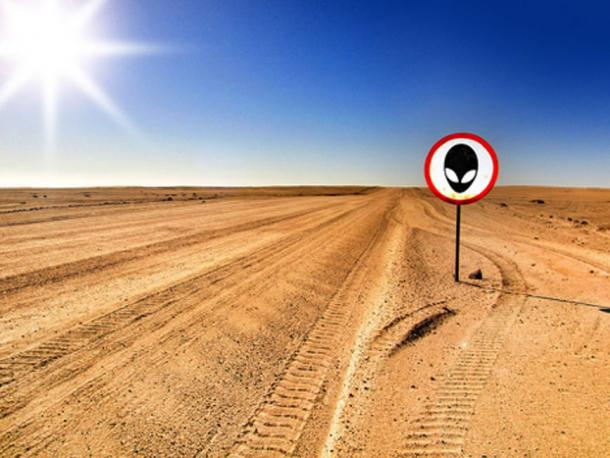 Alien warning sign in a desert. (Pixabay License)
