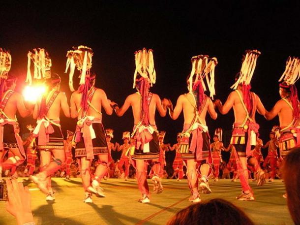 Ami harvest dance (CC BY 3.0)