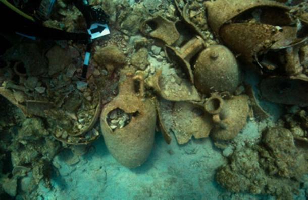 Amphorae around in this summer's archaeological research for shipwrecks. (Hellenic Ministry of Culture and Sports)