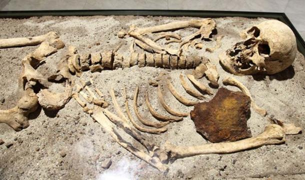 An 800-year-old skeleton found in Bulgaria stabbed through the chest with iron rod.