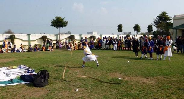 An Aara (urumi) demonstration when the wielder begins to swing the weapon over and around his head and shoulders in arcs.