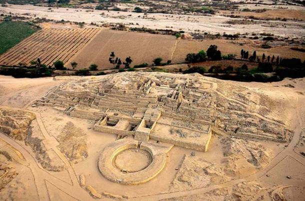 An aerial view of the 'Pirámide Mayor' in Caral. (Realhistory)
