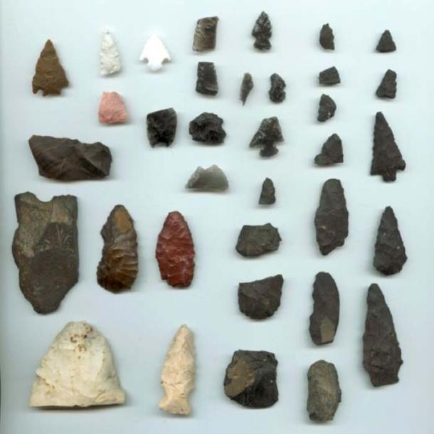 An assortment of Native American artifacts. The two white points on the bottom left were found in Illinois; all others were found in the Reno, Nevada. (Public Domain)