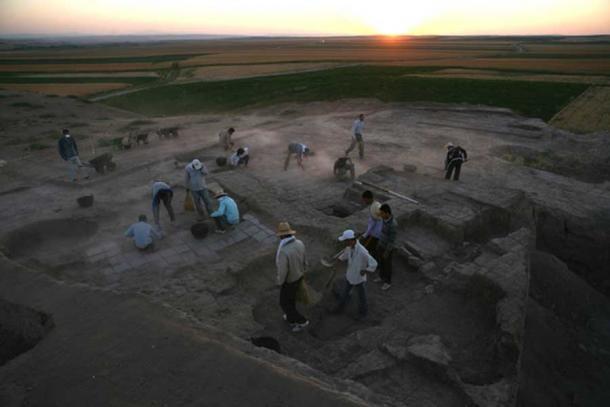 An earlier excavation at Ziyaret Tepe