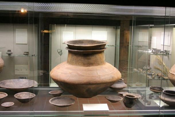An example of a pottery urn of the Urnfield culture (Willow/ CC BY 2.5)
