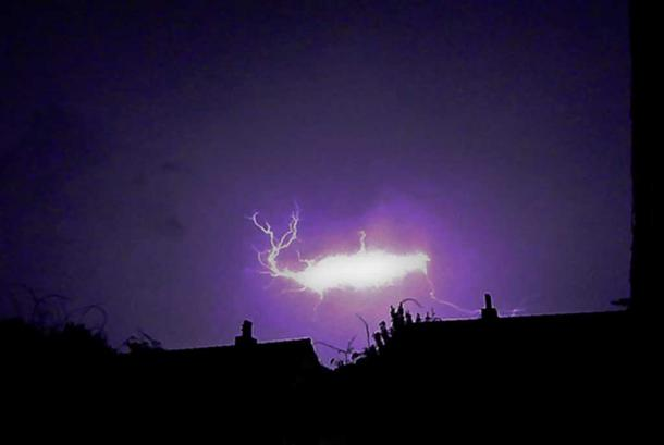 An example of ball lightning. (Joe Thomissen/CC BY SA 3.0)