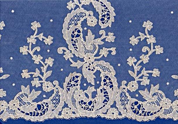 An example of carrickmacross lace, a form of lace that the Duchess of Cambridge incorporated into her wedding dress and veil. (Socialambulator / Public Domain)