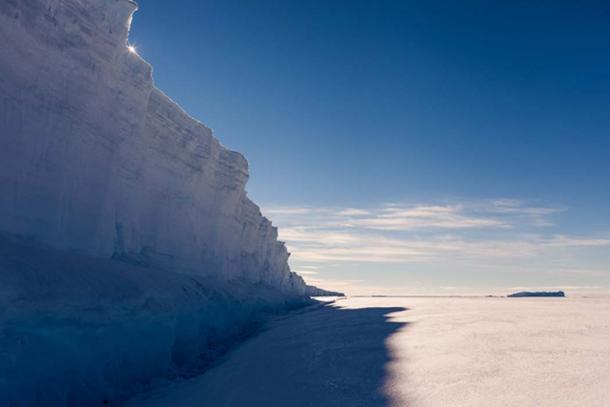 An imposing real life ice wall. (Mario Hoppmann / Adobe Stock)