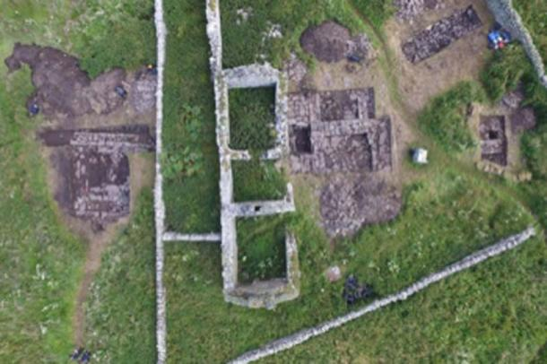 An overhead view of the trenches with the Viking 'drinking hall' on the left. (UHI Archaeology Institute)