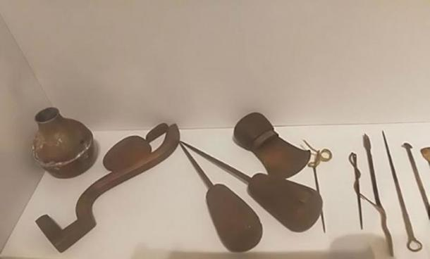 Ancient Egyptian medical & surgical tools replicas - Child museum in Cairo. (Ashashyou/CC BY SA 4.0)