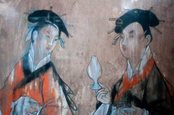 Animalistic guardian spirits of day and night wearing Chinese robes, Han dynasty paintings on ceramic tile. (Public Domain)