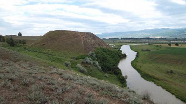 View of the Aradetis Orgora (Dedoplis Gora) mound.