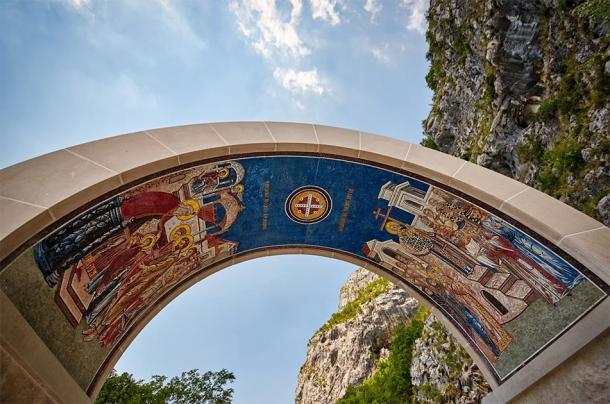 Arch above the gate of Monastery in Ostrog, Montenegro (Tricky Shark / Adobe Stock)