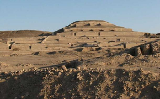 Archaeological site of Cahuachi showing the grand pyramid. (Ed88 / CC BY-SA 3.0)