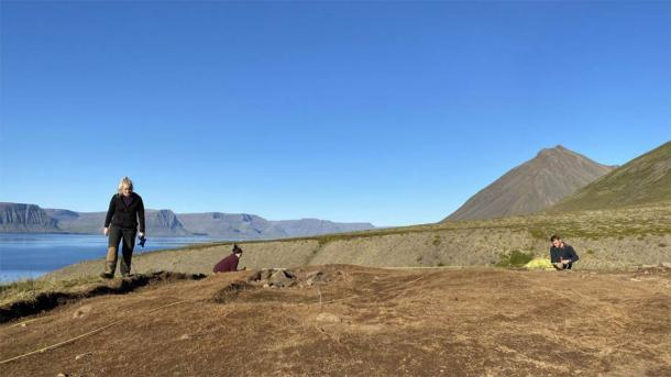 "According to Dr. Margrét Hallmundsdóttir, the archaeologist leading the study, the hut discovered at the remote 10th farm is ""very large, and the floor is at least seventeen meters long."" (Margrét Hallmundsdóttir / RUV)"