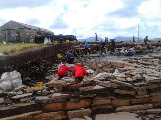 Archaeologists at work on Structure 10, at the Ness of Brodgar dig. (S Marshall / CC BY-SA 4.0)