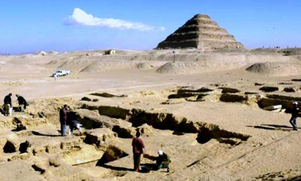 Archaeologists carrying out excavations at the Saqqara necropolis. Credit: Smithsonian