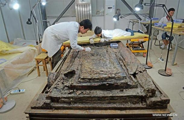 Archaeologists clean up the interior coffin of the 2,000-year-old tomb of Haihunhou, the Marquis of Haihun, in Nanchang, east China's Jiangxi Province.
