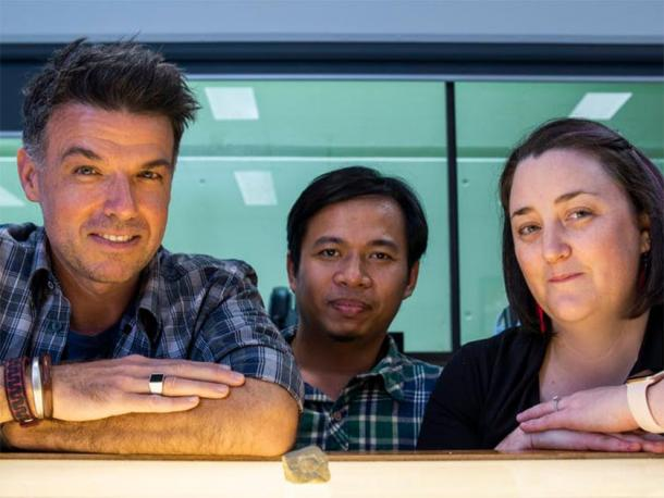 Archaeologists Adam Brumm, Adhi Agus Oktaviana and Michelle C. Langley with the sun-like engraving. Andrew Thomson