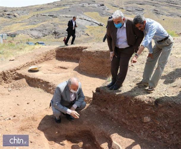 Arqueólogos en el sitio de cultura Kura-Araxes recientemente descubierto (Ministerio de Cultura, Patrimonio y Artesanía de Irán, CC 4.0)