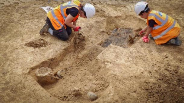 Archaeologists from ASE excavating the Iron Age warrior grave. (UCL / ASE)