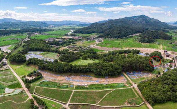 Arial view of the extensive Wolseong Palace site. The area marked with a red circle is where human remains have recently been discovered. (Gyeongju National Research Institute of Cultural Heritage)