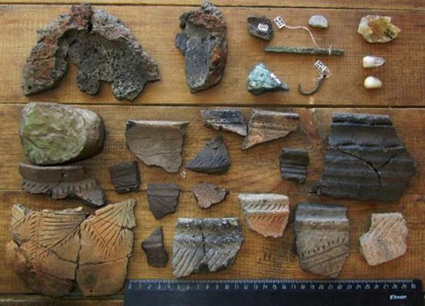 Arkaim's artifacts consist of broken ceramics, stone and bronze tools, and bones and teeth. (Аркаим)