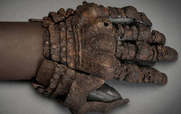 Armored glove found at Visby.