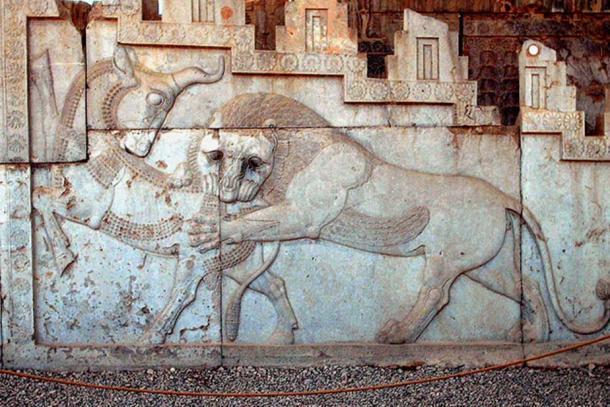 Artwork on the eastern stairway of the Apadana.