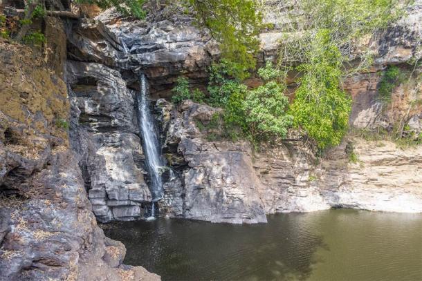 Arvalem Waterfall, Goa, India (Zamarreñian / Adobe Stock)