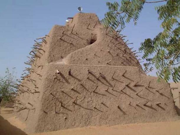 Askia's Tomb – a mud building in Mali.
