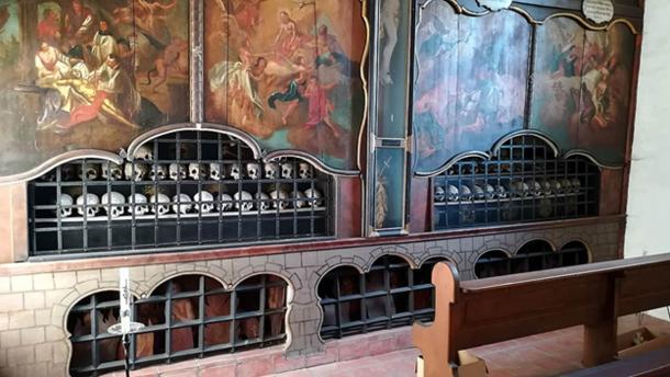 At Schusterkapelle in Dingolfing, Germany there are 60 painted skulls in a charnel house. (Helmlechner / CC BY-SA 4.0)