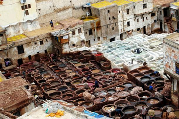 At the Chouara Tannery, the whole leather tanning process is visible from the terraces surrounding the site. (just_a_cheeseburger/CC BY 2.0)